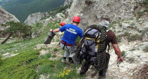 Rescuers in the mountains. Photo https://www.facebook.com/search/str/мчс+кчр/keywords_search