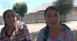 Residents of Kumakhov Street in the village of Vtoroy Lesken. Screenshot from video: https://www.youtube.com/watch?v=VwGPtL8ygxw