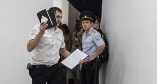 Confiscation of the moloko+ almanacs in Krasnodar. Photo: Alina Desyatnichenko / Yuga.ru