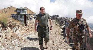 David Tonoyan, Armenian Minister of Defence, on the southwestern part of the border. Photo by the press service of the Ministry of Defence for Armenia http://www.mil.am/hy/news/5426