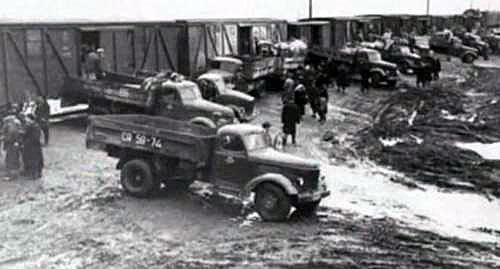 People from Chechnya and Ingushetia were delivered to the carriages in trucks. February 1944. Screenshot of the video by the user vainakh38 https://www.youtube.com/watch?v=DKmb-WX0OI0