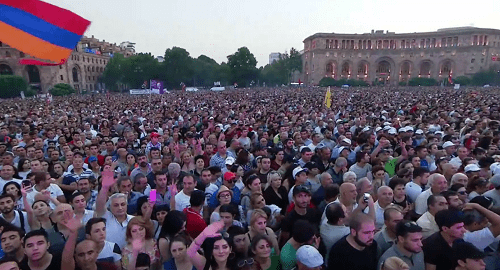 Participants of rally in Yerevan, August 17, 2018. Screenshot from video: https://www.facebook.com/nikol.pashinyan/videos/249764159196556/