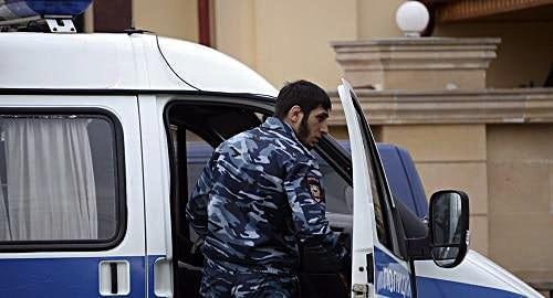An empolyee of the Chechen Ministry of Internal Affairs in Grozny. Photo: REUTERS / Said Tsarnayev