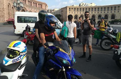 Bikers in the Republic Square in Yerevan, August 26, 2018. Photo: Facebook page of 'Armenian Environmental Front', https://www.facebook.com/armecofront/photos/pcb.2388885914484792/2388885421151508/?type=3&theater