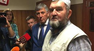 Imam Makhmud Velitov (on the right). Screenshot of the video by the user БИЗНЕС Online https://www.youtube.com/watch?v=xQC_tbPJ0Vg