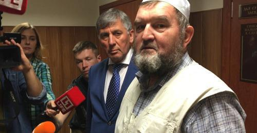 Imam Makhmud Velitov (on the right). Screenshot of the video by the user БИЗНЕС Online