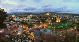 Tbilisi. Photo: Vladimer Shioshvili - Flickr: Tbilisi sunset https://ru.wikipedia.org