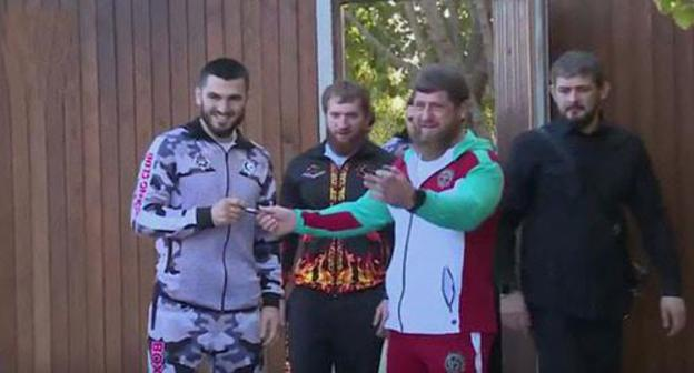 Arthur Beterbiev (from the left) and Ramzan Kadyrov (second from the right). Screenshot of the video by the user Grozny TV Channel https://www.youtube.com/watch?v=guzPGYKihYc