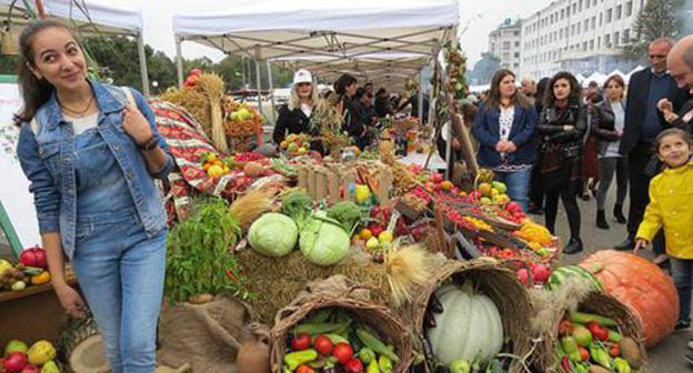 "Residents of Stepanakert at an agricultural fair on October 14, 2018. Photo by Alvard Grigoryan for the ""Caucasian Knot"""