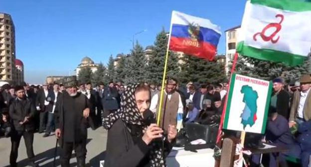 A participant of the protest action in Magas. 17.10.2018. Photo: screenshot of the video by INGUSHETIA TV http://ingushetiya.tv/pryamoy-yefir/