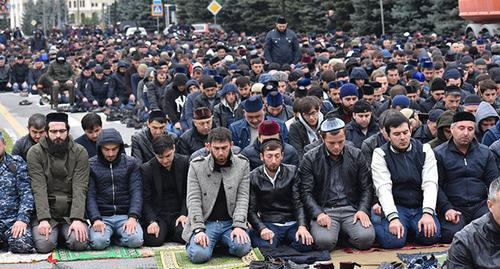 "Participants of the rally during a prayer. Magas, October 2018. Photo courtesy of Yakub Gogiev for the ""Caucasian Knot"""