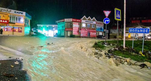 Flooding in Tuapse, October 24, 2018. Photo: © Vladislav Schekoldin, Yuga.ru https://www.yuga.ru/photo/4386.html