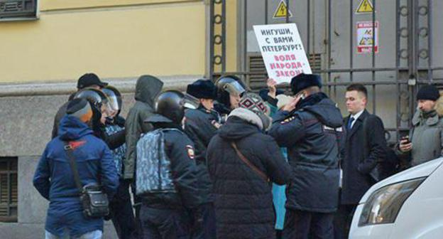 "A picket in support of the Ingush people ended with detention of two Petersburg residents. Photo by Dinar Idrisov for the ""Caucasian Knot"""