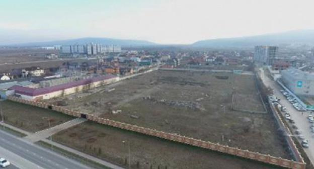 The construction site for a new mosque in Grozny. Screenshot of the video by the user Grozny TV Channel https://www.youtube.com/watch?time_continue=31&v=YmU4OiDXVrg