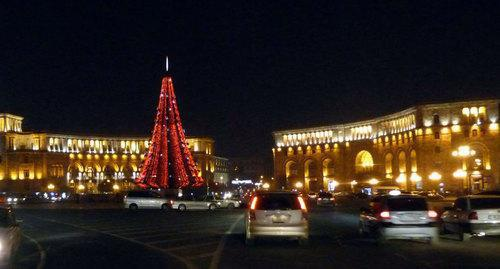 Main New Year Tree in Yerevan. Photo by Armine Martirosyan for the Caucasian Knot