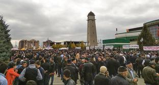 "Residents of Ingushetia in the center of Magas before the Friday prayer in October 2018. Photo by Umar Yovloy for the ""Caucasian Knot"""