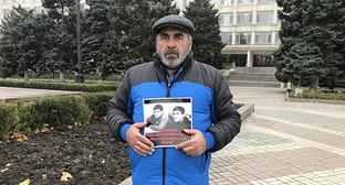 "Murtazali Gasanguseinov holding a picket. Makhachkala, December 12, 2018. Photo by Patimat Makhmudova for the ""Caucasian Knot"""