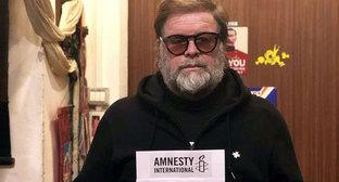 Boris Grebenschikov takes part in Amnesty International's action support of Oyub Titiev. Photo courtesy of HRC 'Memorial'