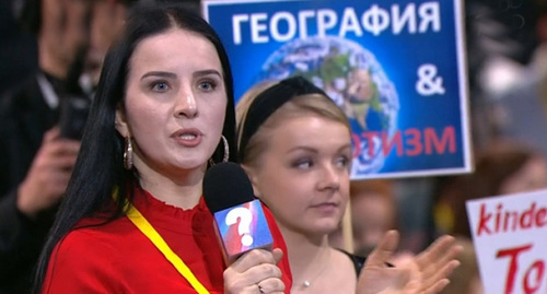 Elena Yeskina (left) at the press conference, December 20, 2018. Screenshot from video posted by user