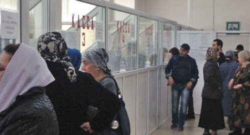 "Residents of Grozny pay the public utilities bills. Photo by Akhmed Aldebirov for the ""Caucasian Knot"""