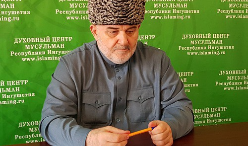 Isa Khamkhoev. Photo by the press service of the Muftiyat of Ingushetia http://muftiyatri.ru/2018/09/03/совещание-в-дцм-ри-03-09-2018-г/