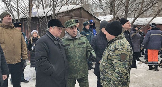 Governor of the Rostov Region Vasily Golubev (third from right) at the place of accident, Shakhty, January 14, 2019. Photo by Vyacheslav Prudnikov for the Caucasian Knot