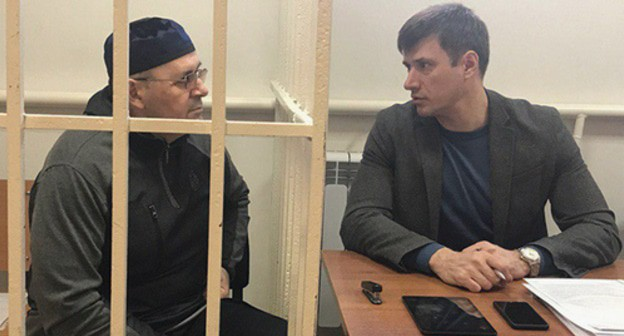 "Oyub Titiev (on the left) and his advocate Pyotr Zaikin in the court room. Photo by Patimat Makhmudova for the ""Caucasian Knot"""