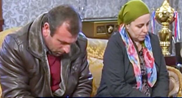 "Aishat Inaeva at the meeting with Ramzan Kadyrov. Photo: the Chechen State TV and Radio Company ""Grozny"", https://www.youtube.com/watch?time_continue=112&v=CSOKDIYA_dA"