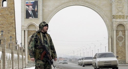 An entrance to Grozny. Photo: REUTERS/Denis Sinyakov (RUSSIA)