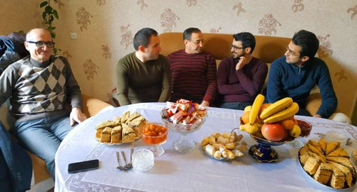 Mamed Ibragim (centre) at home. Photo by Aziz Karimov for the Caucasian Knot