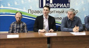 Advocate of 'Memorial' Murad Magomedov, lawyer of the 'Committee against Torture' Abubakar Yangulbaev and head of the 'Memorial' Office in Makhachkala Sirazhutdin Datsiev at the press conference in Makhachkala, February 15, 2019. Photo by Patimat Makhmudova for the Caucasian Knot