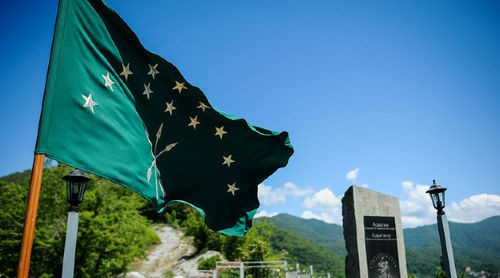Circassian flag. Photo: © Nina Zotina, Yuga.ru https://www.yuga.ru/articles/society/8582.html