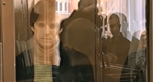 Lors Khamiev behind bars in the Moscow City Court, 2009. Photo: screenshot of the report by NTV channel https://www.ntv.ru/video/155331/