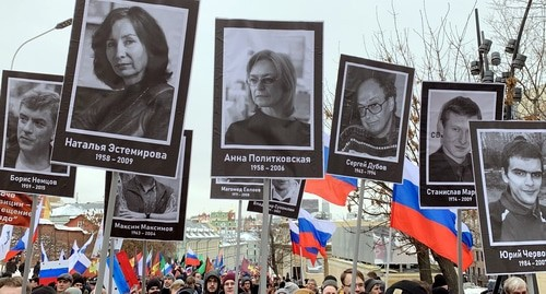 Participants of the march in memory of Boris Nemtsov hold portraits of the killed journalists, human rights defenders and opposition activists, Moscow, February 24, 2019. Photo by Oleg Krasnov for the Caucasian Knot