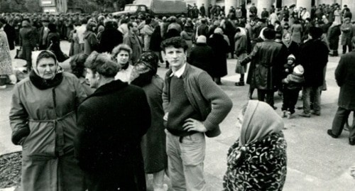 At the central square of Sumgait during the days of pogroms, February 1988. Photo from the archive of the Armenian Genocide Museum-Institute: http://karabakhrecords.info