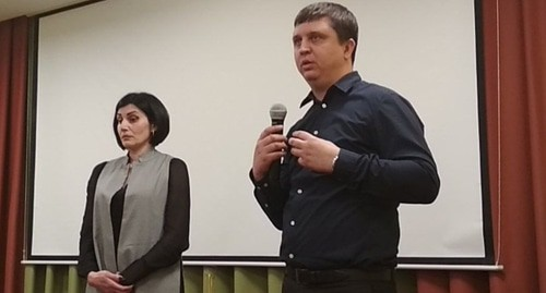 "Anna Zavgorodnyaya, the mother of Artyom Ponomarchuk, and Sergey Romanov, the head of the Krasnodar branch of the ""Committee against Torture"", at the presentation of the film named ""Extreme South"". Photo by Anna Gritsevich for the ""Caucasian Knot"""