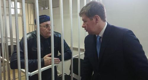 Oyub Titiev and his advocate. Photo by Rasul Magomedov for the Caucasian Knot