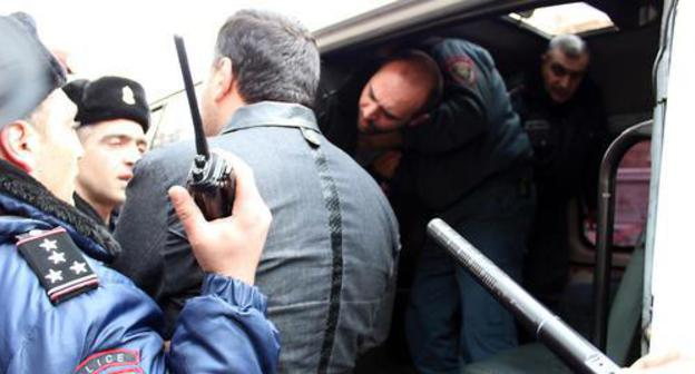 Participant of protest rally in Yerevan is being detained, March 14, 2019. Photo by Tigran Petrosyan for the Caucasian Knot