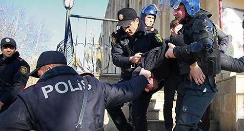 The police detains an activist. Photo: REUTERS/Aziz Karimov