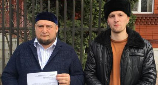 "Magomed Mutsolgov, Chairman of the initiative group (on the left), near the Central Electoral Commission of Ingushetia on March 20, 2019. Photo form the rights defender's blog on the ""Caucasian Knot"" https://www.kavkaz-uzel.eu/blogs/342/posts/37019?fbclid=IwAR1G5W_YbKvd3f6EkhufLuaXjjDOh5lKwOeb1gRNSotNxnxFMEXMWmR4EgY"