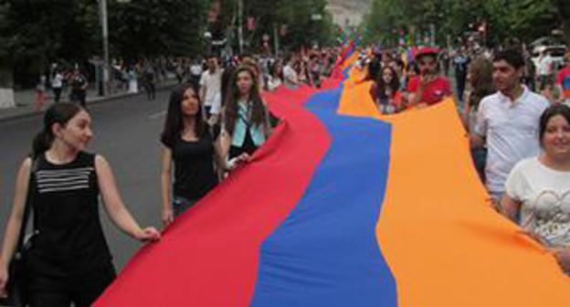 100 metre-long flag of Armenia at rally in Yerevan. Photo by Tigran Petrosyan for the Caucasian Knot