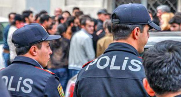 "The police near the Baku Court on Grave Crimes. Photo by Aziz Karimov for the ""Caucasian Knot"""