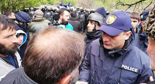 Policeman during clashes between police and protesters against construction of HPP in Pankisi Gorge. Photo: Radio Way / FB  https://www.facebook.com/radioway.ge/photos/a.215287378816423/877983559213465/?type=3&theater