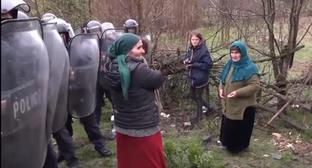 Residents of Pankisi in front of police cordon. Screenshot from video by Public broadcaster of Georgia, https://www.youtube.com/watch?time_continue=58&v=TpVeQeOK82g
