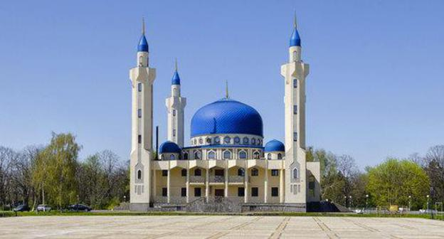 Cathedral Mosque in Maikop. Photo: Sergei Demeshkin, http://www.flickr.com/photos/160124708@N03/41485027484