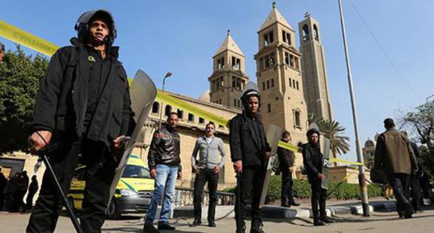 Policemen, Cairo. Photo: REUTERS/Mohamed Abd El Ghany