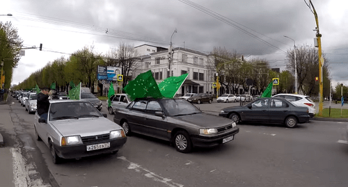 "A motor rally with the Adyg flags held in Nalchik. Screenshot of the video by  Sergei Chernov ""The Circassian Flag Day"". Nalchik, April 25, 2017 https://www.youtube.com/watch?v=1wo_48hgN3U"