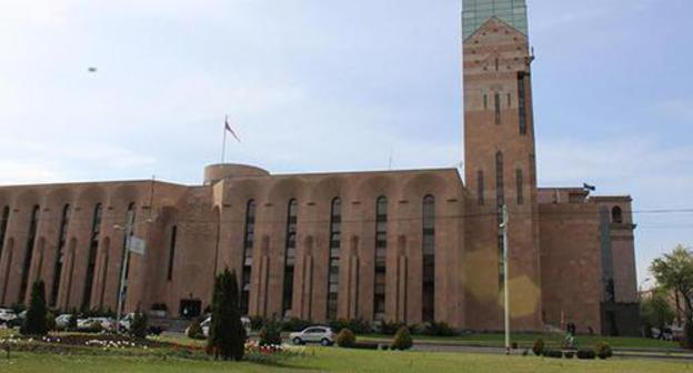 Social network users criticize idea to increase salaries of officials from Yerevan Mayoralty