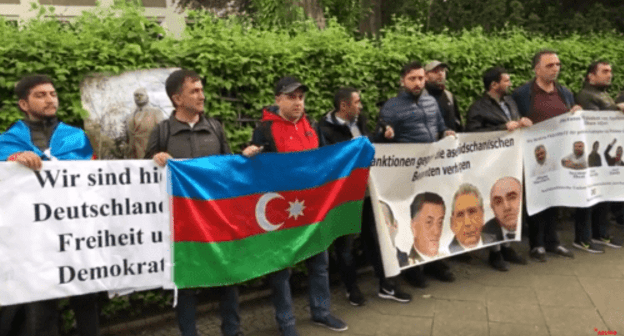 Protest rally against monument to Heydar Aliyev in Bucharest, Berlin, May 10, 2019. Screenshot from video posted at: https://youtu.be/hqhTjeK2ntM