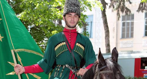 Participants of equestrian march cross central Nalchik. Photo by Lyudmila Maratova for the Caucasian Knot